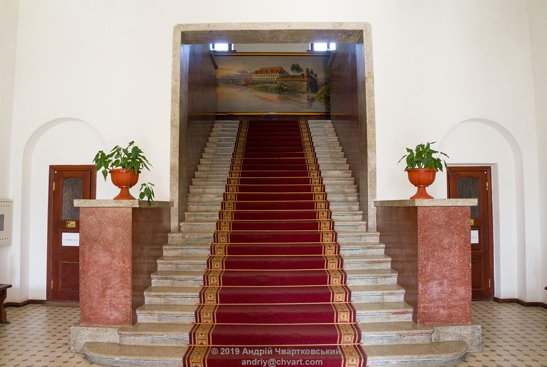 Сходи на другий поверх палацу Любомирських