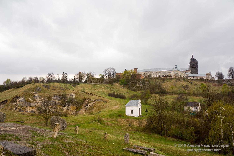 Вид на монастир і каплицю Тадея від скелі