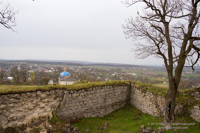 Вид на селище з кам'яного бастіону монастиря