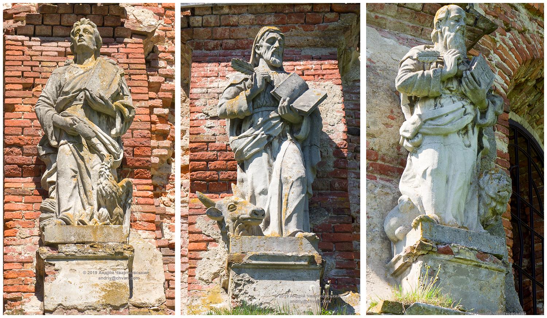 Скульптури святих апостолів
