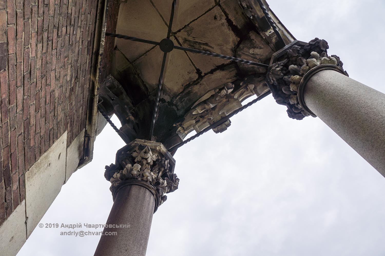 Балконні колони