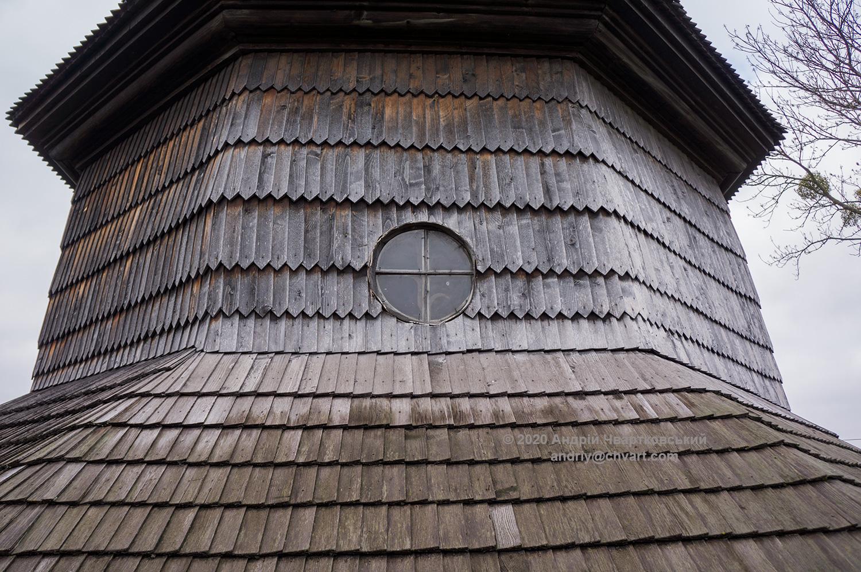 Кругле віконце і ґонт